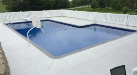 20x40 L Vinyl Pool with spray deck and brick borders